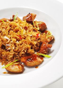 Ориз с къри и парченца свинско
